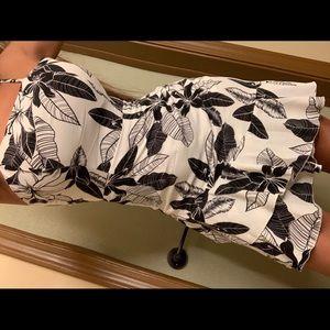 Dresses & Skirts - Black\white tropical dress😍